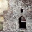 di Domenico Corcione Lasciati i sotterranei e i meandri soffocanti, eccomi di nuovo nel circolo caotico della vita di questa città, che da 3000 anni non conosce davvero la notte […]