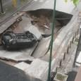 Ancora un'enorme voragine si è aperta su Corso Napoli n. 20 ad afragola, inghiottendo un'autovettura parcheggiata in zona. Alle 6.30 di questa mattina, causa la forte pioggia, il manto stradale […]