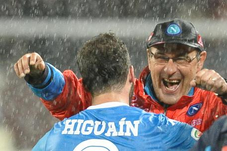 Napoli's Gonzalo Higuain jubilates with his coach Maurizio Sarri after scoring the goal during the the Italian Serie A soccer match SSC Napoli vs Frosinone Calcio at San Paolo stadium in Naples, Italy, 14 May 2016. ANSA/CIRO FUSCO